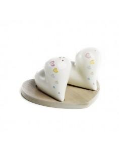 Set sale e pepe cuore in porcellana con base in legno
